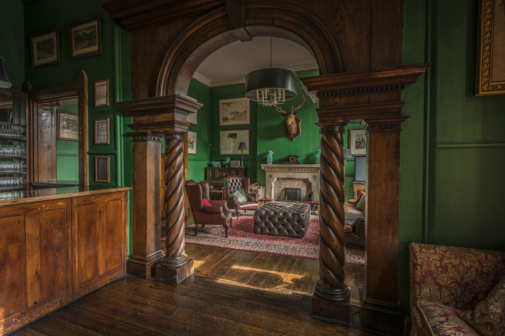 720 -huntsham court - bar - ivista_DSC7813_edited-1