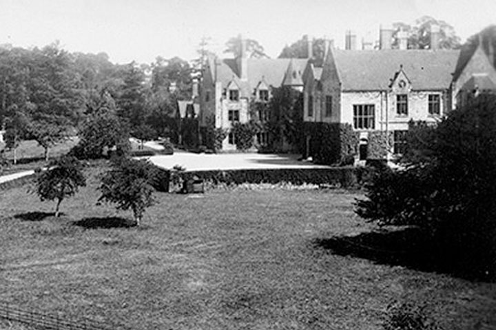 huntsham_court_1929.jpg