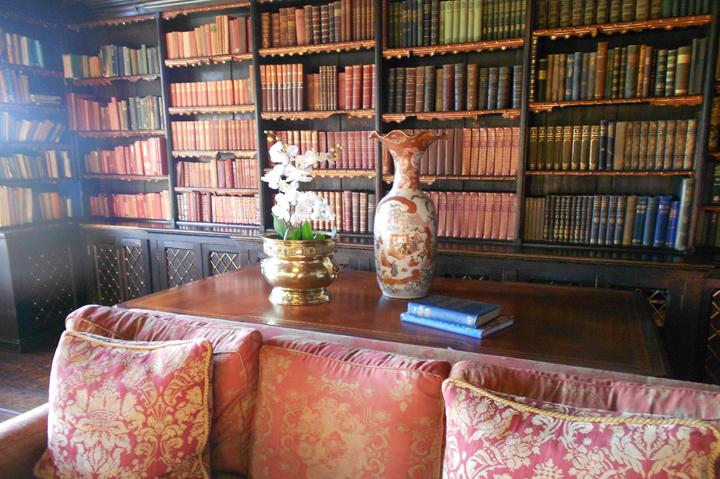 huntsham_court_library_g