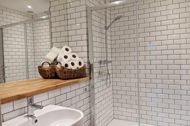 huntsham court - little lodge - bathroom - 720 - IMG_20190225_130833A