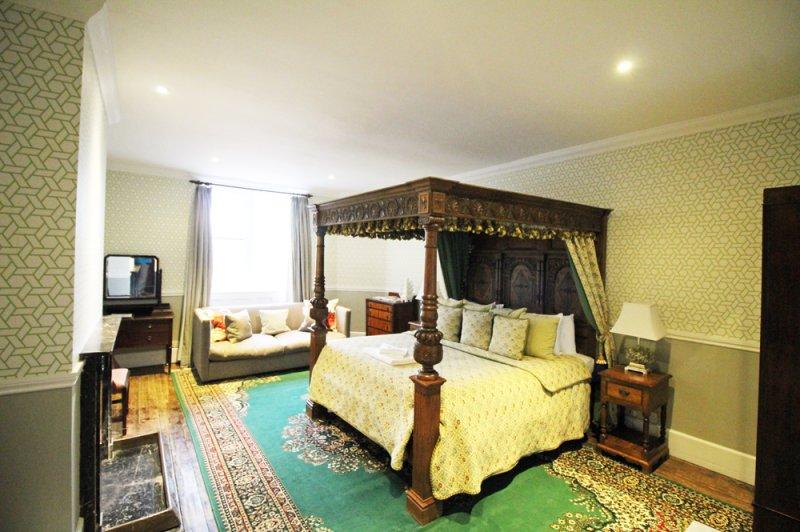 huntsham-court-baron-bedroom-17b-img_5975