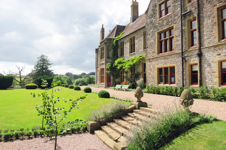 huntsham-court-country-house-east-lawn-and-terrace