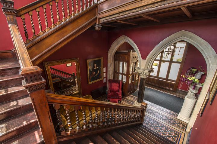 huntsham-court-stairwell-ivista_dsc8449_edited-1
