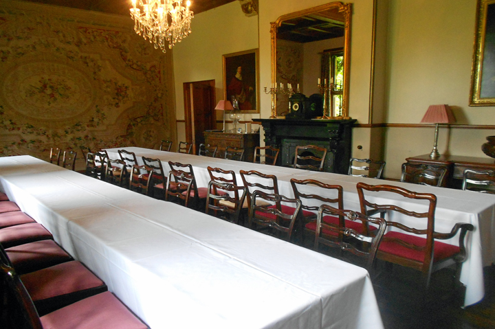 huntsham_court_dining_room_2_trestles