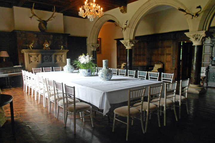 huntsham_court_great_hall_dining