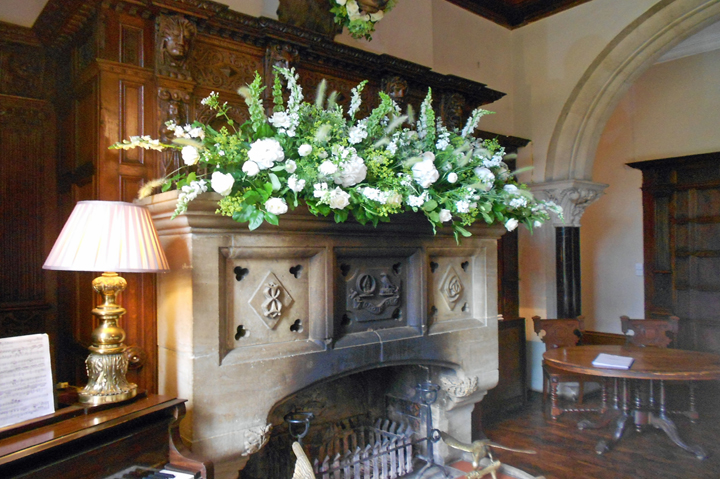 huntsham_court_great_hall_flowers_edited-1